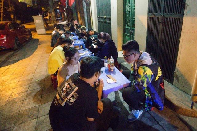 Quán phở kỳ lạ ở Hà Nội: Chỉ mở lúc 3 giờ sáng, khách xếp hàng như bao cấp - Ảnh 6.