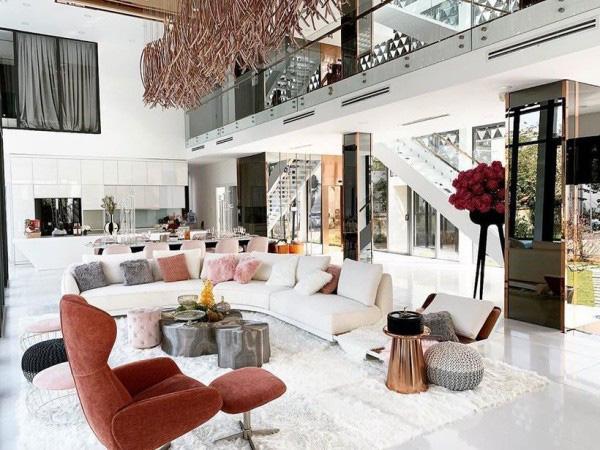 Tận mắt ngắm nội thất đẹp mê li trong căn nhà trị giá 50 tỷ của Ngọc Trinh - Ảnh 3.