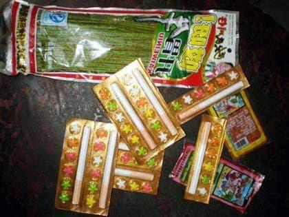 Kẹo thuốc lá giá rẻ ngoài cổng trường tấn công học sinh Hà Nội - Ảnh 2.