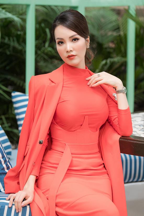 Nhan sắc tuổi 34 của á hậu Thụy Vân - Ảnh 1.