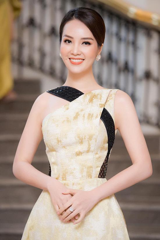 Nhan sắc tuổi 34 của á hậu Thụy Vân - Ảnh 5.