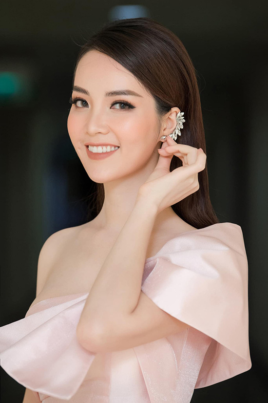 Nhan sắc tuổi 34 của á hậu Thụy Vân - Ảnh 7.