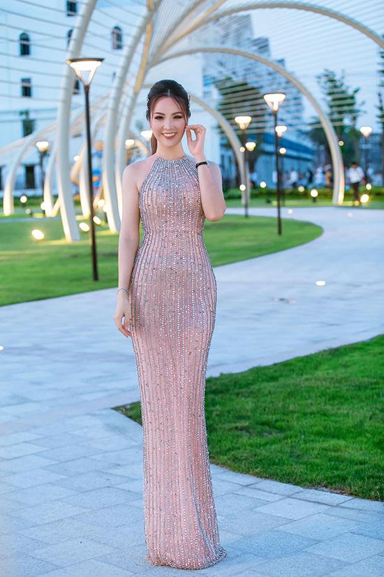 Nhan sắc tuổi 34 của á hậu Thụy Vân - Ảnh 9.