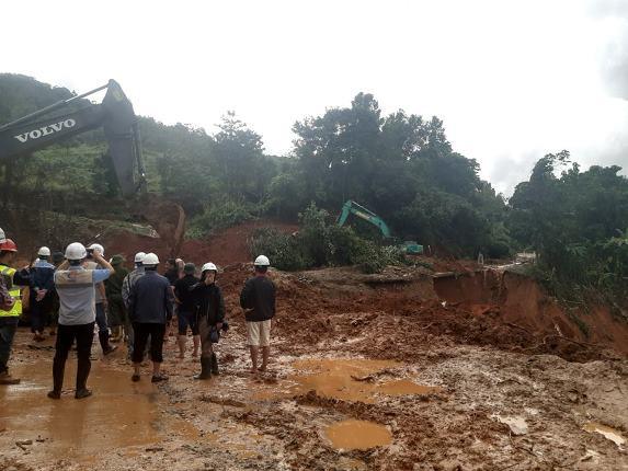 Vụ sạt lở đất vùi lấp nhiều cán bộ, chiến sỹ tại Quảng Trị: Tìm thấy 12 người mất tích  - Ảnh 3.