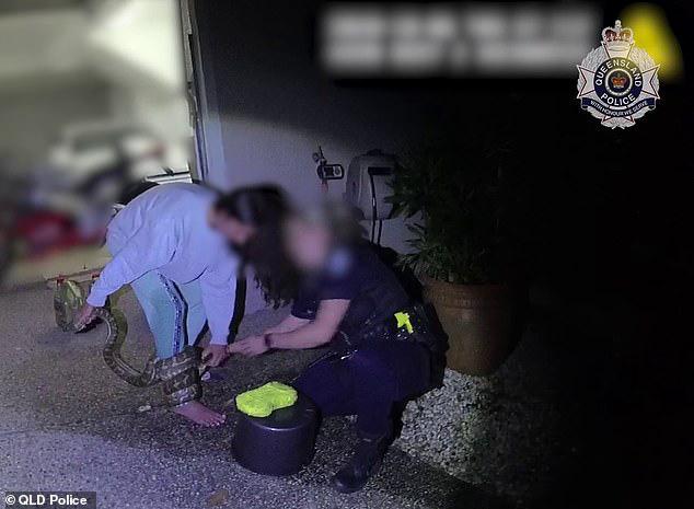 Có lòng tốt cứu con vật mắc kẹt dưới gầm xe ô tô, người phụ nữ không ngờ làm ơn mắc oán phải cầu cứu cảnh sát - Ảnh 1.