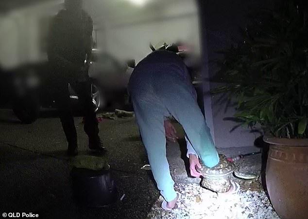 Có lòng tốt cứu con vật mắc kẹt dưới gầm xe ô tô, người phụ nữ không ngờ làm ơn mắc oán phải cầu cứu cảnh sát - Ảnh 3.