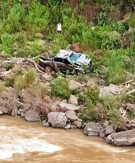 Tai nạn nghiêm trọng khiến 3 giáo viên thương vong ở Nghệ An - Ảnh 2.