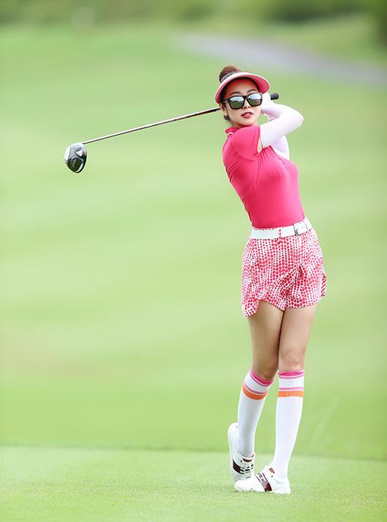 Thời trang sân golf của người đẹp Việt - Ảnh 2.