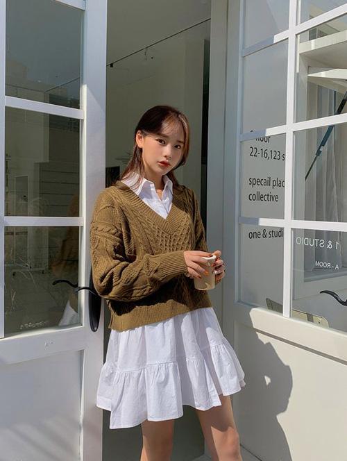 Những kiểu áo len đa phong cách khiến chị em văn phòng trẻ ra hẳn cả chục tuổi - Ảnh 2.
