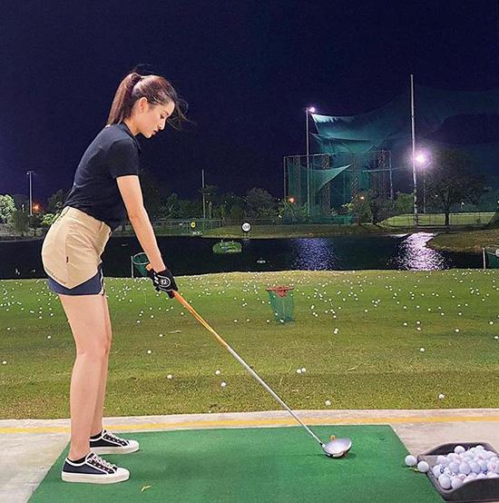 Thời trang sân golf của người đẹp Việt - Ảnh 3.