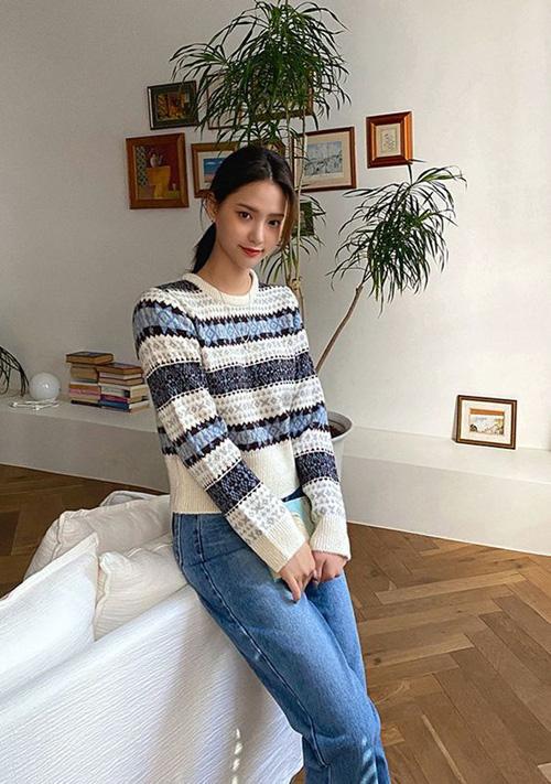 Những kiểu áo len đa phong cách khiến chị em văn phòng trẻ ra hẳn cả chục tuổi - Ảnh 3.
