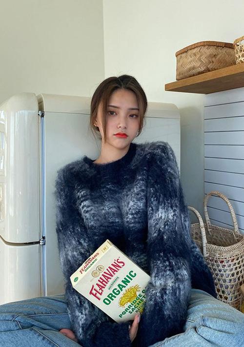 Những kiểu áo len đa phong cách khiến chị em văn phòng trẻ ra hẳn cả chục tuổi - Ảnh 4.