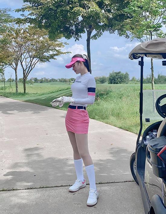 Thời trang sân golf của người đẹp Việt - Ảnh 9.