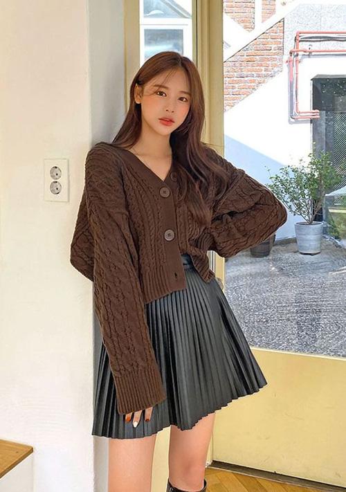 Những kiểu áo len đa phong cách khiến chị em văn phòng trẻ ra hẳn cả chục tuổi - Ảnh 9.