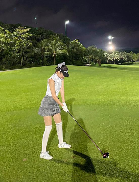 Thời trang sân golf của người đẹp Việt - Ảnh 10.