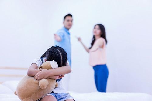 Con gái khuyên mẹ ly hôn và cuộc sống làm mẹ đơn thân hạnh phúc đến bất ngờ - Ảnh 1.