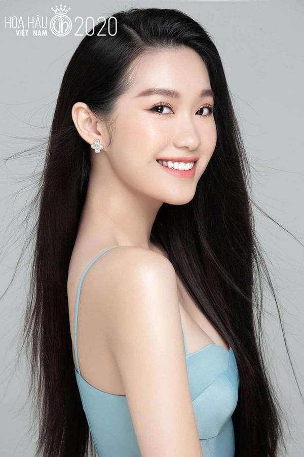 Nhan sắc người đẹp Hoa hậu Việt Nam 2020 vướng tin đồn hẹn hò với cầu thủ Đoàn Văn Hậu - Ảnh 7.