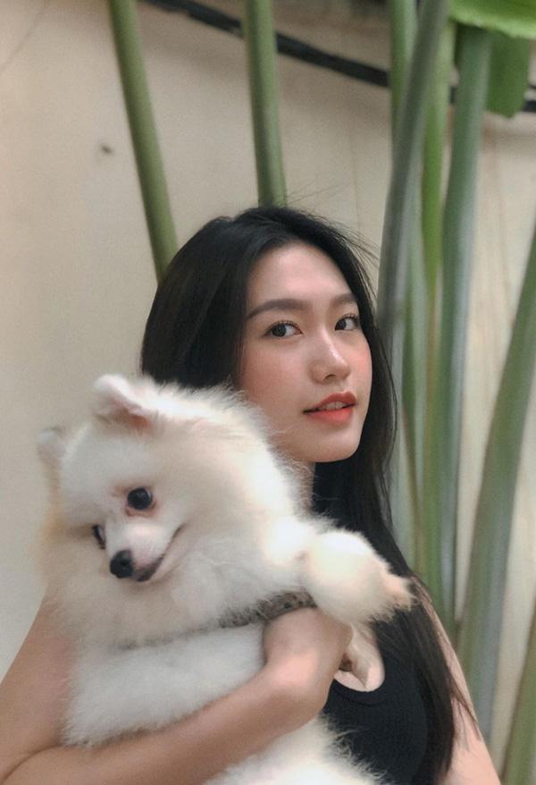 Nhan sắc người đẹp Hoa hậu Việt Nam 2020 vướng tin đồn hẹn hò với cầu thủ Đoàn Văn Hậu - Ảnh 9.