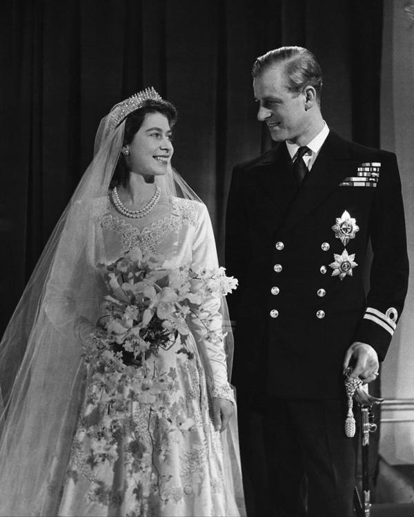 20/11: Ngày cưới của Nữ hoàng Anh và chuyện tình yêu đẹp tựa cổ tích suốt 73 năm của bà với Hoàng thân Philip - Ảnh 3.