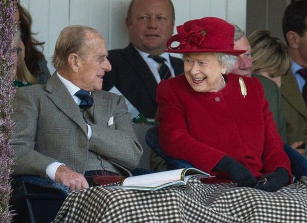 20/11: Ngày cưới của Nữ hoàng Anh và chuyện tình yêu đẹp tựa cổ tích suốt 73 năm của bà với Hoàng thân Philip - Ảnh 4.