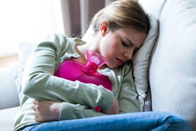 Trước khi phụ nữ bị ung thư buồng trứng, cơ thể sẽ đưa ra 2 báo hiệu này - Ảnh 2.