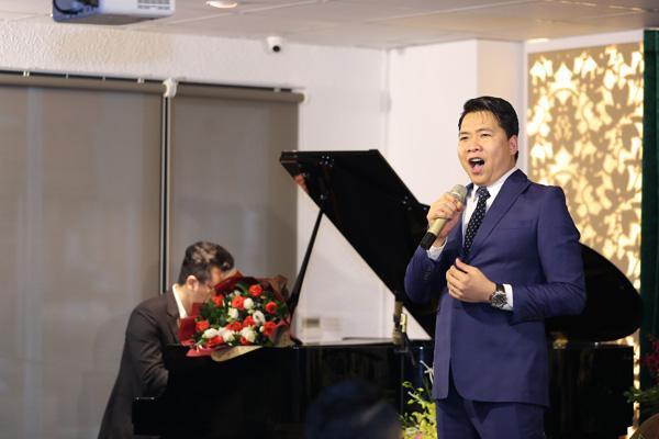 Diễn viên Việt Anh hội ngộ ca sĩ Tuấn Hiệp trong lễ ra mắt MV Quên nhớ một người - Ảnh 8.
