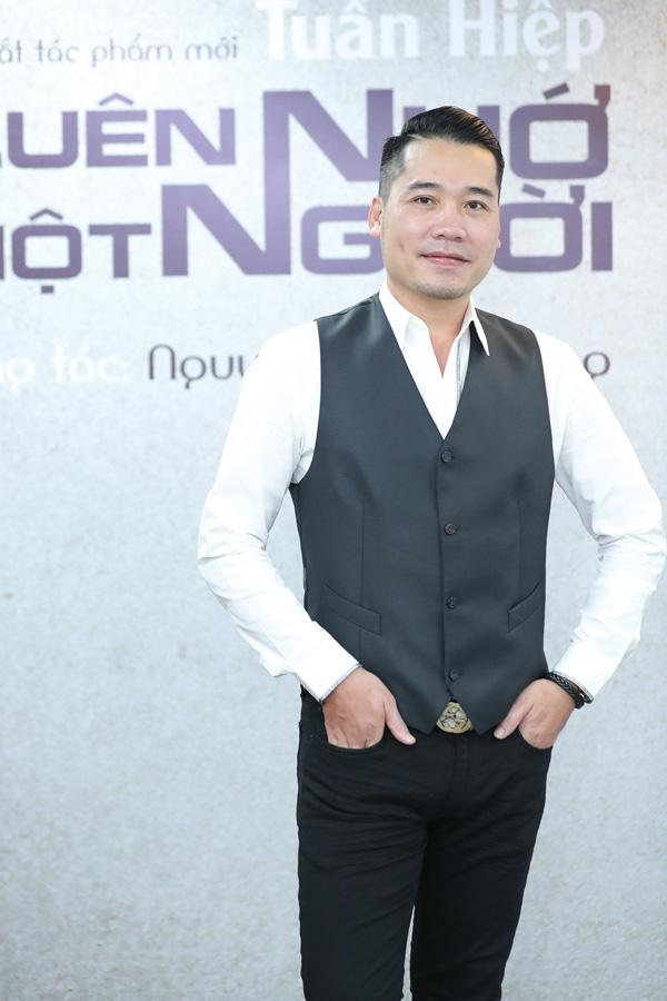 Diễn viên Việt Anh hội ngộ ca sĩ Tuấn Hiệp trong lễ ra mắt MV Quên nhớ một người - Ảnh 7.