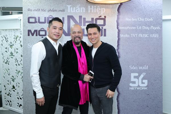 Diễn viên Việt Anh hội ngộ ca sĩ Tuấn Hiệp trong lễ ra mắt MV Quên nhớ một người - Ảnh 3.