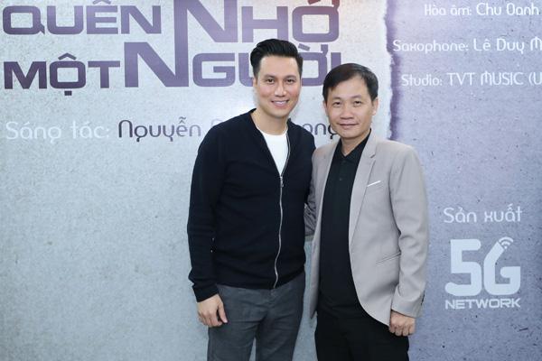 Diễn viên Việt Anh hội ngộ ca sĩ Tuấn Hiệp trong lễ ra mắt MV Quên nhớ một người - Ảnh 2.