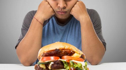 Hệ lụy từ lạm dụng thức ăn nhanh - Ảnh 1.