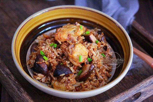 Đổ cả gà lẫn gạo vào nồi cơm điện, sáng ra có món ngon thần thánh, cả nhà tấm tắc - Ảnh 1.