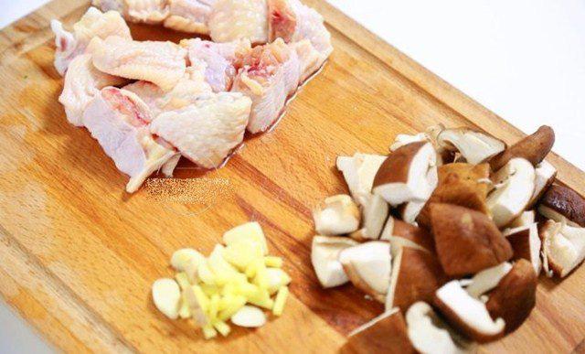 Đổ cả gà lẫn gạo vào nồi cơm điện, sáng ra có món ngon thần thánh, cả nhà tấm tắc - Ảnh 3.