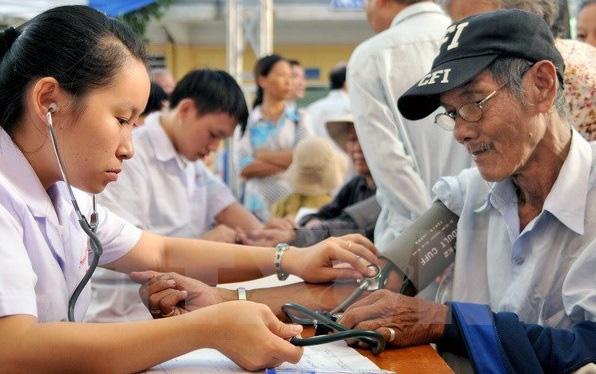Cần sự đầu tư thích đáng cho công tác chăm sóc sức khỏe người cao tuổi - Ảnh 1.