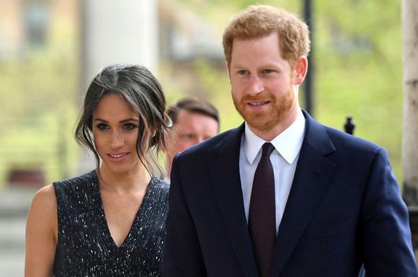 Ngỡ ngàng với hành động gây sốc của vợ chồng Hoàng tử Harry - Meghan Markle với nhân viên dưới quyền - Ảnh 3.