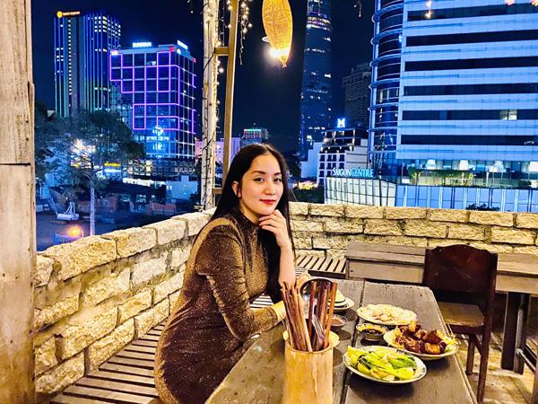 Chồng trẻ Phan Hiển chơi lớn chi hàng trăm triệu cho Khánh Thi dịp Valentine - Ảnh 1.