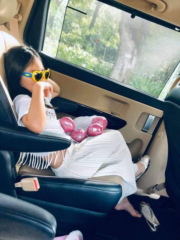 Con gái 7 tuổi lém lỉnh khiến Thủy Tiên - Công Vinh nhiều lần sững sờ - Ảnh 2.