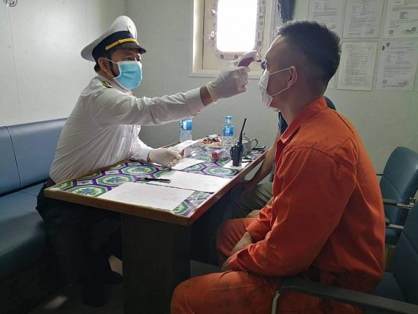 Mười thuyền viên trở về từ Trung Quốc không có biểu hiện nghi nhiễm COVID – 19  - Ảnh 2.