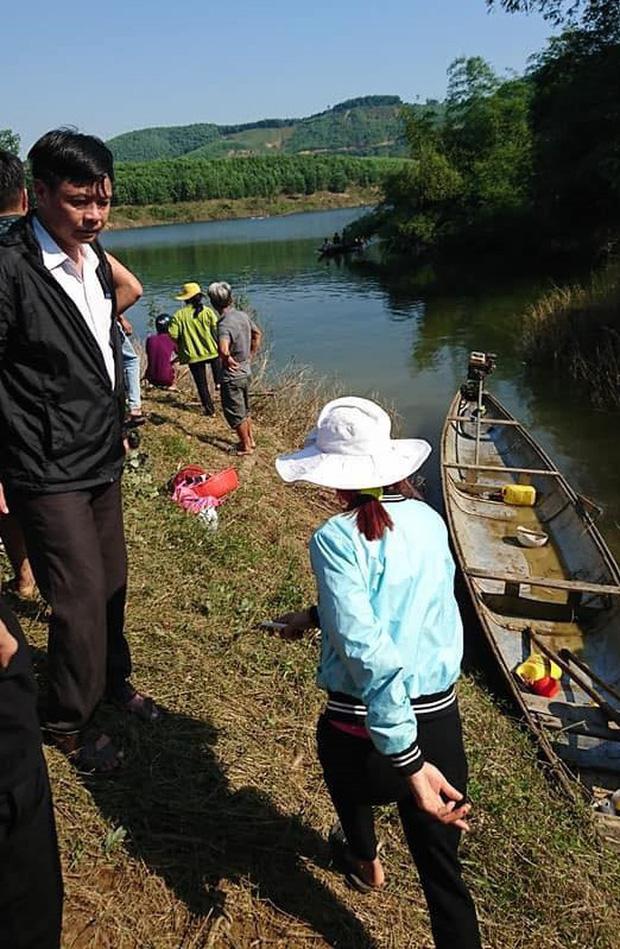 Nóng: Lật thuyền ở Huế, đôi vợ chồng chết đuối, 1 người mất tích - Ảnh 1.
