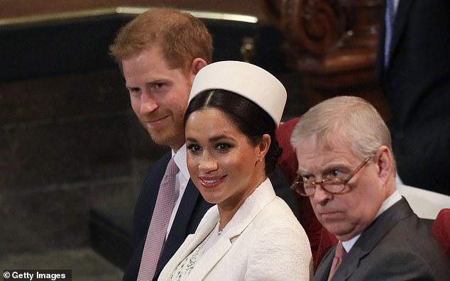 Vợ chồng Meghan Markle từ chối tham dự cuộc họp mặt gia đình hoàng gia, Nữ hoàng Anh đưa ra yêu cầu đặc biệt - Ảnh 1.