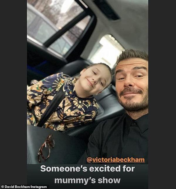 Con gái 8 tuổi của David Beckham lại gây sốt trong show diễn thời trang của mẹ - Ảnh 4.