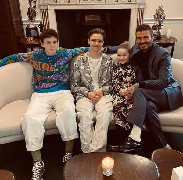 Con gái 8 tuổi của David Beckham lại gây sốt trong show diễn thời trang của mẹ - Ảnh 8.