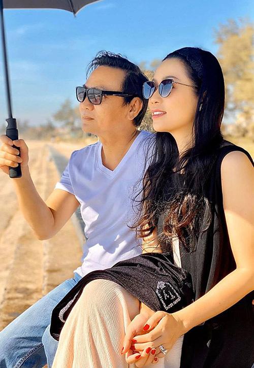 Trịnh Kim Chi quấn quýt chồng đại gia - Ảnh 1.