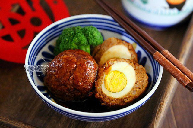 Trứng luộc bọc thịt băm, món mới khiến cả nhà thích mê - Ảnh 1.