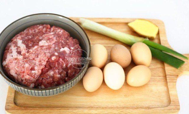 Trứng luộc bọc thịt băm, món mới khiến cả nhà thích mê - Ảnh 2.