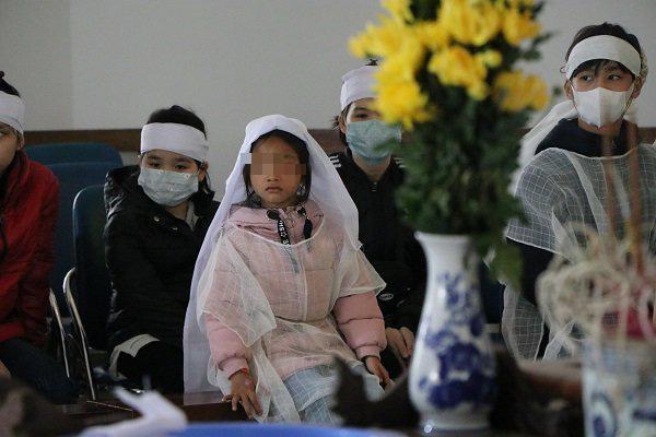 Vụ người mẹ tử nạn khi dắt con đi bộ trên cầu Thanh Trì: Bất ngờ gia cảnh của nạn nhân - Ảnh 3.