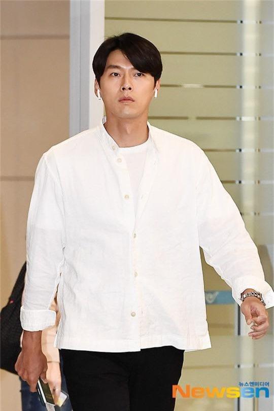 Hyun Bin ngoài đời thích diện vest như quý ông, vuốt tóc lãng tử - Ảnh 11.
