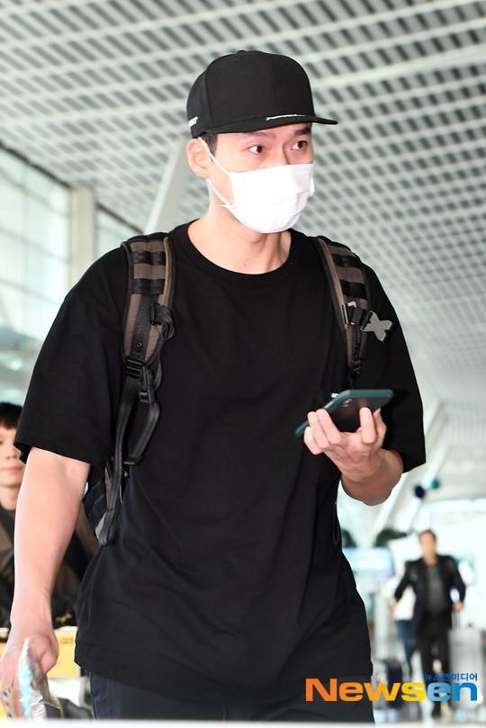 Hyun Bin ngoài đời thích diện vest như quý ông, vuốt tóc lãng tử - Ảnh 12.