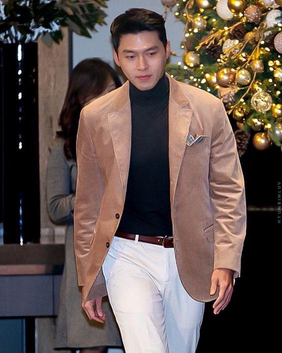 Hyun Bin ngoài đời thích diện vest như quý ông, vuốt tóc lãng tử - Ảnh 3.