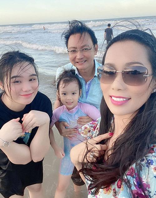 Trịnh Kim Chi quấn quýt chồng đại gia - Ảnh 4.