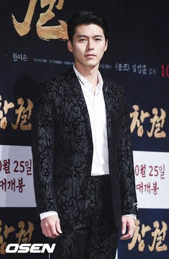 Hyun Bin ngoài đời thích diện vest như quý ông, vuốt tóc lãng tử - Ảnh 5.